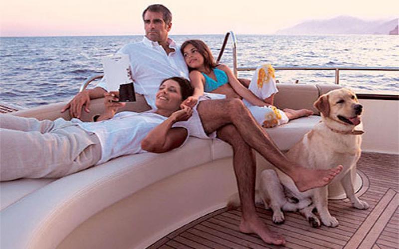 APREAMARE Le imbarcazioni Apreamare e Maestro portano nel mondo il fascino dello stile mediterraneo e dell'